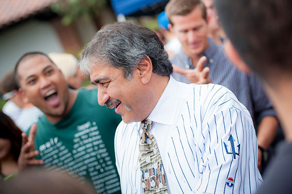 Chancellor Khosla greets students on Ridge Walk